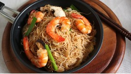 Fried Rice Noodle with Shrimps